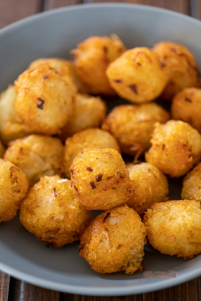 Homemade Tater tots recipe with russet potatoes, garlic and spices. You can get creative and add more flavour with bacon and cheese.