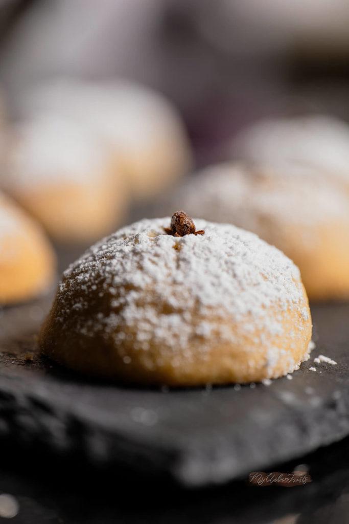 Greek Shortbread Cookies (Kουραμπιέδες)